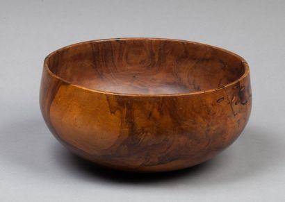 Bol en bois aux belles formes équilibrées...