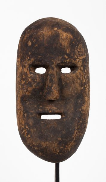 Masque de case présentant un visage expressif...