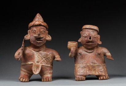 Paire de statuettes présentant un couple...