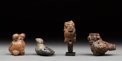 Ensemble de quatre petits ocarinas zoomorphes...