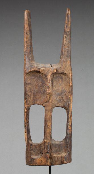 Masque de danse de type Walu sculpté d'un...