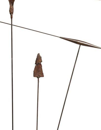 TAKIS (né en 1925) Signal, 1969 Fer peint et objets trouvés, sculpture signée sur...