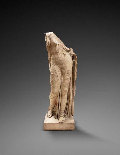 Rare drapé provenant d'une statue représentant...