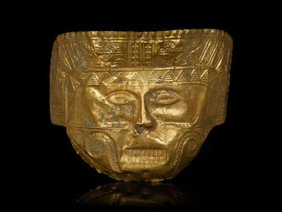 *Masque de cérémonie d'un seigneur chamane aux quatre oiseaux mythiques. Epaisses...