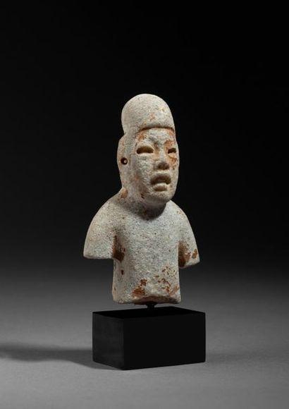 Buste de jeune chamane, le crâne déformé...