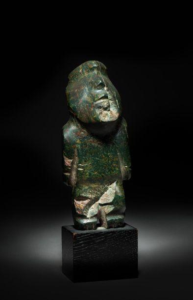 Idole anthropomorphe présentant un personnage...