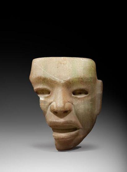 Masque cultuel présentant le visage d'un...