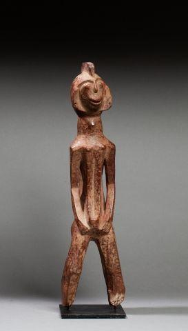 Statuette présentant un personnage féminin...