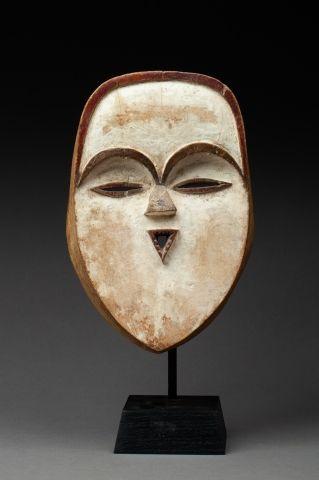 Masque à la bouche de forme triangulaire...