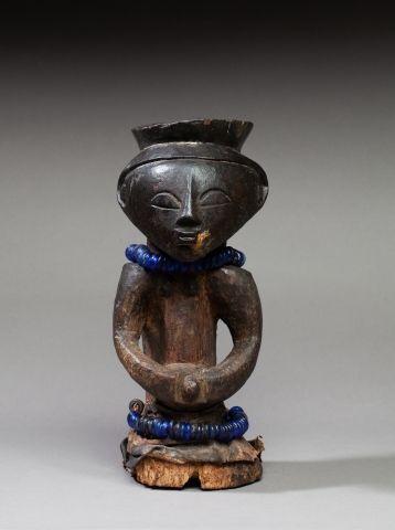 Fétiche présentant un buste ancestral le...