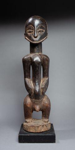 Statue masculine présentant le jeune ancêtre...