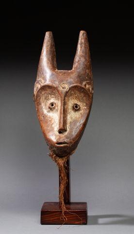 Masque de grade antropozoomorphe sculpté...