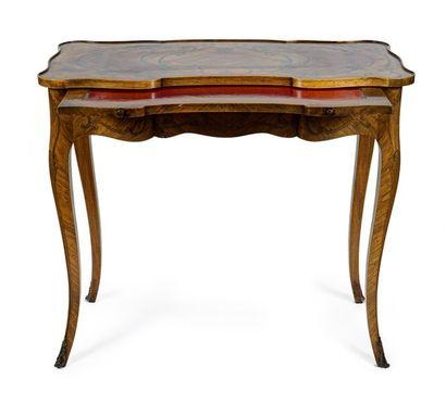 Table de milieu en bois de placage et marqueterie...