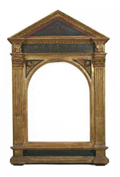Tabernacle en bois sculpté polychrome à décor...