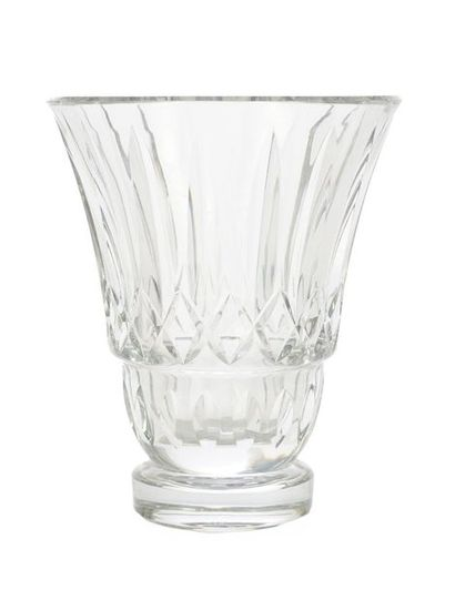 BACCARAT  Important vase en Cristal taillé...