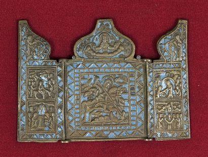 Icône triptyque en bronze émaillé bleu figurant...