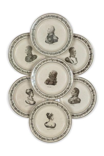Famille royale Série de sept assiettes à...