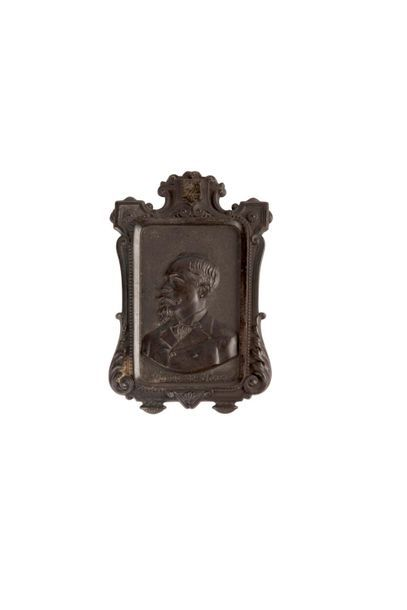 Comte de Paris Cadre en bois noirci sculpté...