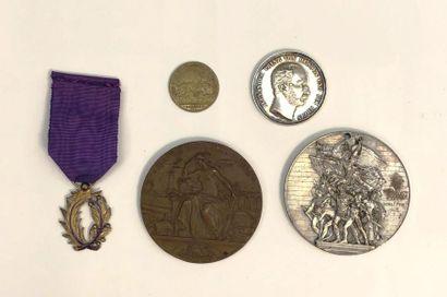 Lot de quatre médailles dont une de l'Union...
