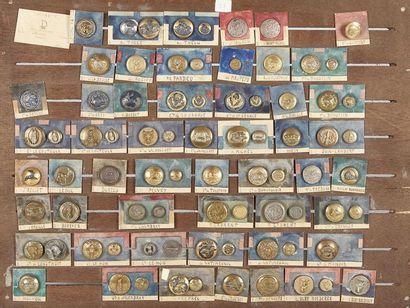 Ensemble de 79 boutons de vénerie sur une...