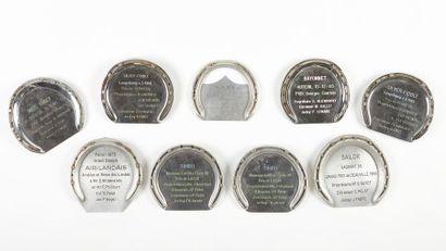 Ensemble de neuf plaques de trophées de courses:...