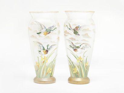 LEGRAS Paire de vases en verre. Décor émaillé...