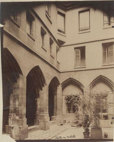 Eugène ATGET (1857-1927) Cloître des Billettes,...