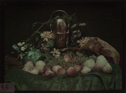 Autochrome Nature morte aux fruits, c. 1907...