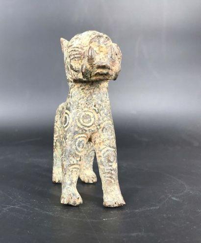 Bénin, travail dans le style Bénin, travail dans le style  Panthère mâle en bronze....