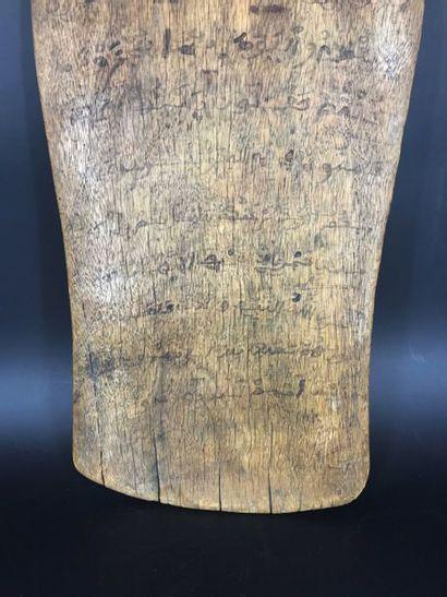 NIGER Niger  Planchette coranique Alluha en bois. H: 45 – L: 21 cm (Etat d'usage,...