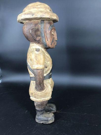 KAMBA, Kenya, XXème siècle KAMBA, Kenya, XXème siècle  Statue d'un colon explorateur...