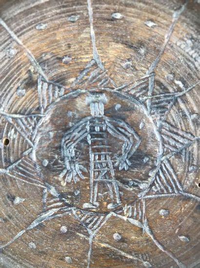 BERBERE, Afrique du Nord BERBERE, Afrique du Nord  Belle paire de plateaux en bois...