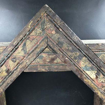 MAROC Maroc  Rare caisson de plafond octogonal à décor de volutes polychromes. XIXème...