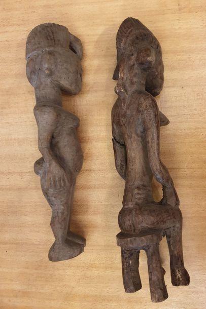 TRAVAIL AFRICAIN TRAVAIL AFRICAIN  Ensemble de deux statuettes anthropomorphes en...
