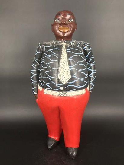 COTE D IVOIRE Côte d Ivoire  Grande statue colon d'un notable local vêtu à l'européenne....