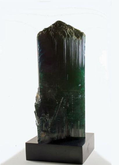 Beau et grand cristal terminé soclé de TOURMALINE bleu-vert foncé du Brésil (17,5...