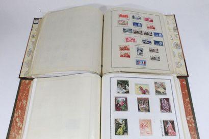 Collection de France en deux volumes des origines à 1989.