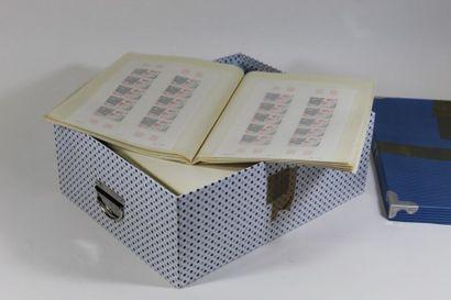 Accumulation de timbres pour faciale. France...