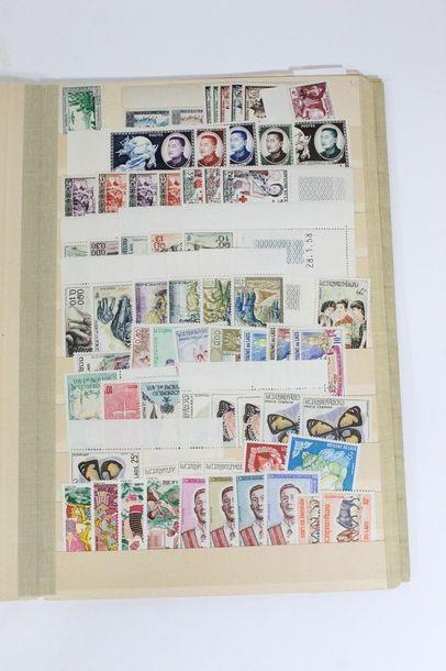 Album de timbres et lettres LAOS.  Qualité...