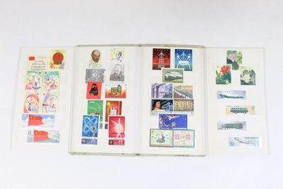 Petit album de timbres de chine dont année...
