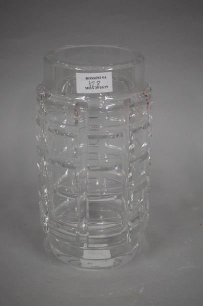 BACCARAT  Vase en cristal de forme rouleau...