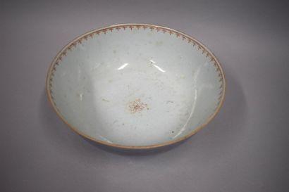 Chine XVIIIe grand bol en porcelaine à décor...