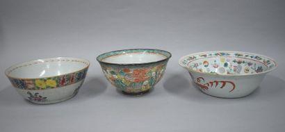 Chine fin XIXe et XXe 3 jattes en porcelaine...