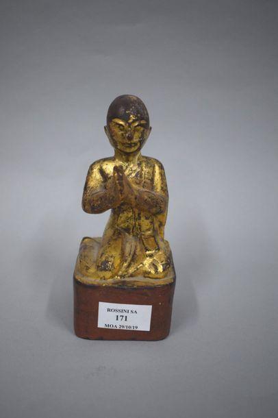 VIETNAM - Vers 1900  Statuette d'orant agenouillé...