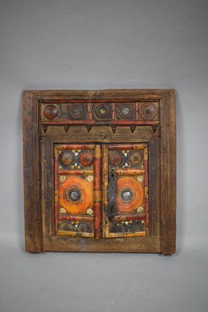 Façade de niche architecturale en bois sculpté...