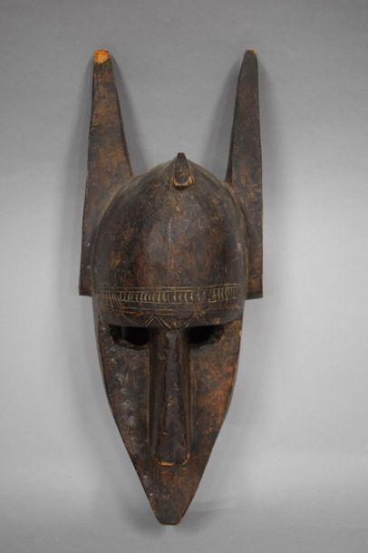 Masque Bamana du Mali à patine brune.  Cassure...