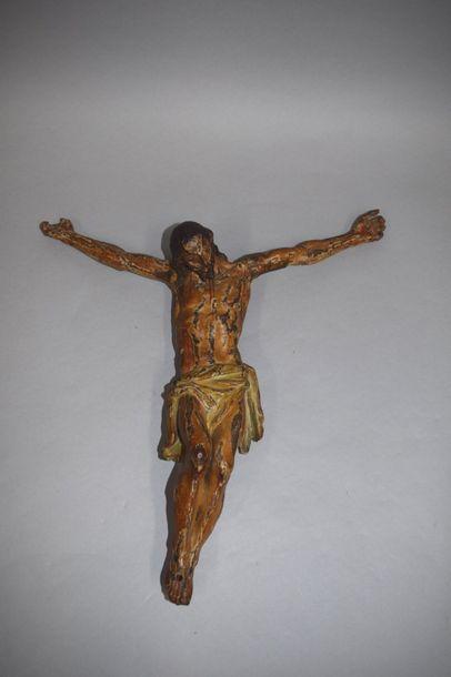 Christ en bois, traces de polychromie. Travail...