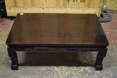 Table basse en bois de forme rectangulaire...