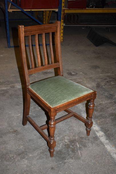 Suite de six chaises de bibliothèque à dossier...