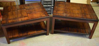 Paire de tables basses en bois foncé de forme...